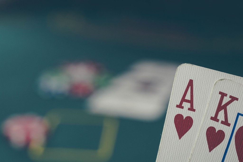 Les mains au poker